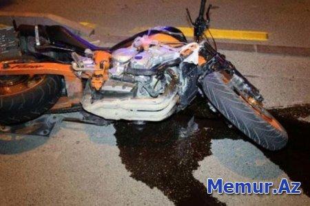 Ağcabədidə motosikletlə avtomobil toqquşdu: bir ölü, bir yaralı