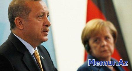 Ərdoğandan Merkelə sərt sözlər: Tərəfinizi seçin, ya biz, ya terrorçular!