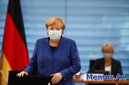 """Merkel pandemiyanı """"əsrin fəlakəti"""" adlandırdı"""